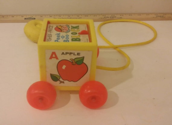 Vintage Fisher Price Peek a Boo bloc Pull Toy ABC, 1970 ' s