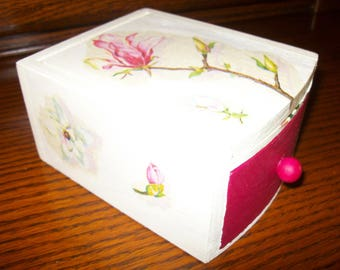 Casket for jewelry with mirror