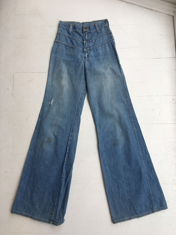 1970s wide leg bell bottoms jeans by Maverick high