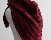 Knit triangle scarf, kerchief scarf, hand-knit scarf, Knitted shoulder wrap, Shawl, Bandana scarf, Triangular cowl, Winter wrap, knit shawl