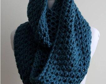 CHUNKY INFINITY SCARF, Chunky knit scarf teal color, Winter scarf, simple chunky scarf, teal knitted scarf, Cozy soft scarf
