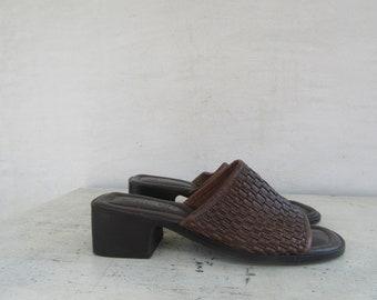 490e69a10916 90s Open Toe Woven Dark Brown Leather Mules