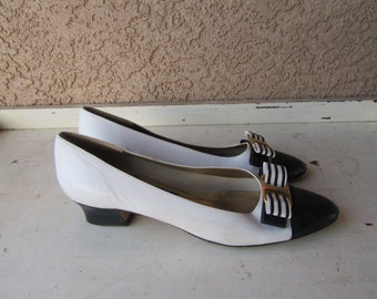 5674597bbdea60 1990s Navy Blue and White Leather bow Flats