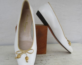 516b6df6ed156 Salvatore Ferragamo Bow Flats White and Gold Leather Ballet Shoes Size 8.5  AA Narrow Width 39 EURO