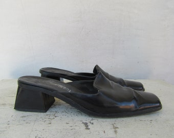 f64fc53a5d 90s Minimalist Black Leather Mules, Leather Slides, Leather Clogs, 1990s  Block Heel Mules, Via Spiga Leather Square Heel Mules, 8 EURO 38.5