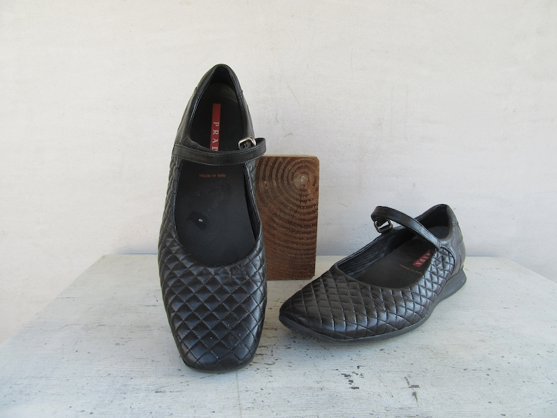 724b10496775d 1990s Y2K Prada Black Quilted Leather Mary Janes, 90s Minimal Prada Leather  Flats, Minimalist Leather Mary Janes Flats Pumps Shoes, 38 7.5
