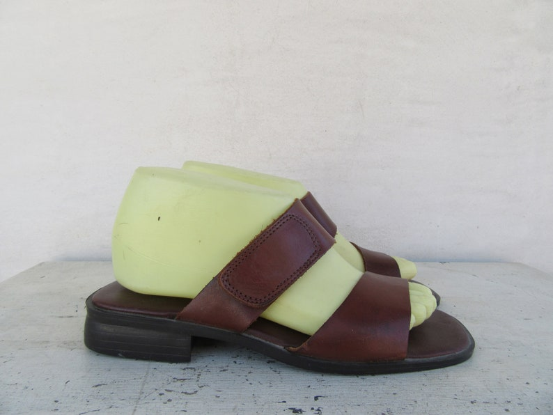 Size 7 EURO 37.5 Simple 90s Minimalist Leather Sandals Mules Open Toe 1990s Brown Leather Block Heel Slides Square Heel Mules