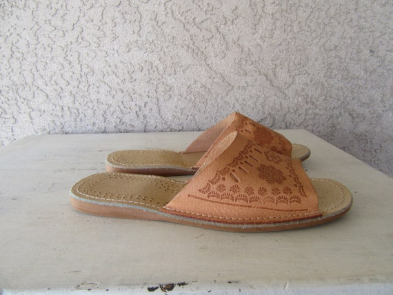 Mules Sandals Tooled Flats Leather Leather Hippie 1970s 9 Boho 70s 40 Euro Perforated Leather Slides Tooled Size HEWEqgf