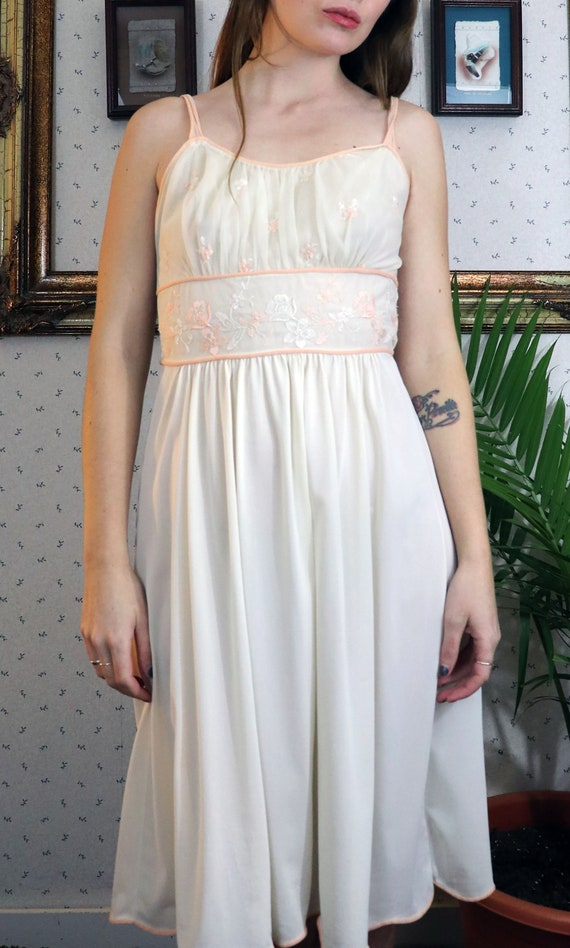 1950's Gorgeous Embroidered Nightgown