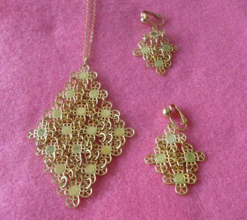 Vintage Sarah Coventry Golden Petals Flexible Mesh Goldtone Flower Choker Necklace and Clip On Earrings  Demi Parure