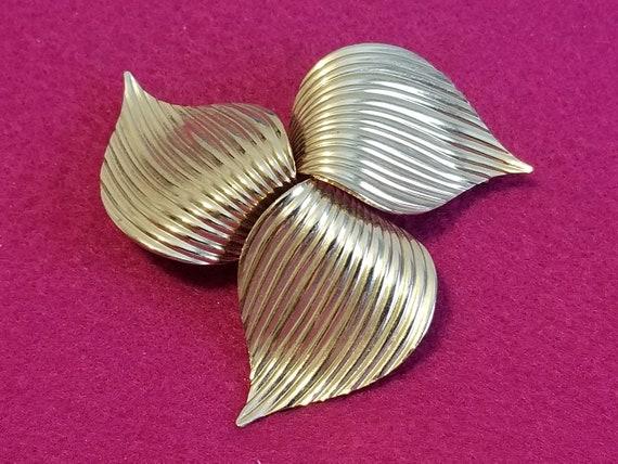 Vintage Sarah Coventry Golden Trillium Large Etsy