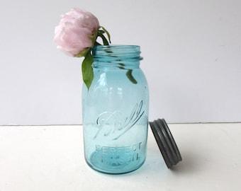 1 Vintage Ball Perfect Mason Jars - Blue - Zinc Lids - Quart Size -