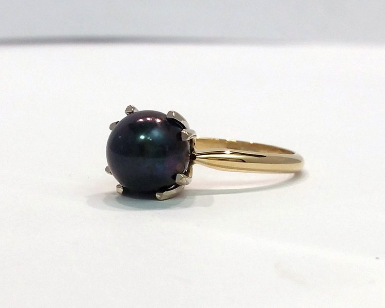 Black Tahitian Pearl in 14K Gold Ring / 9mm Natural Pearl in image 0