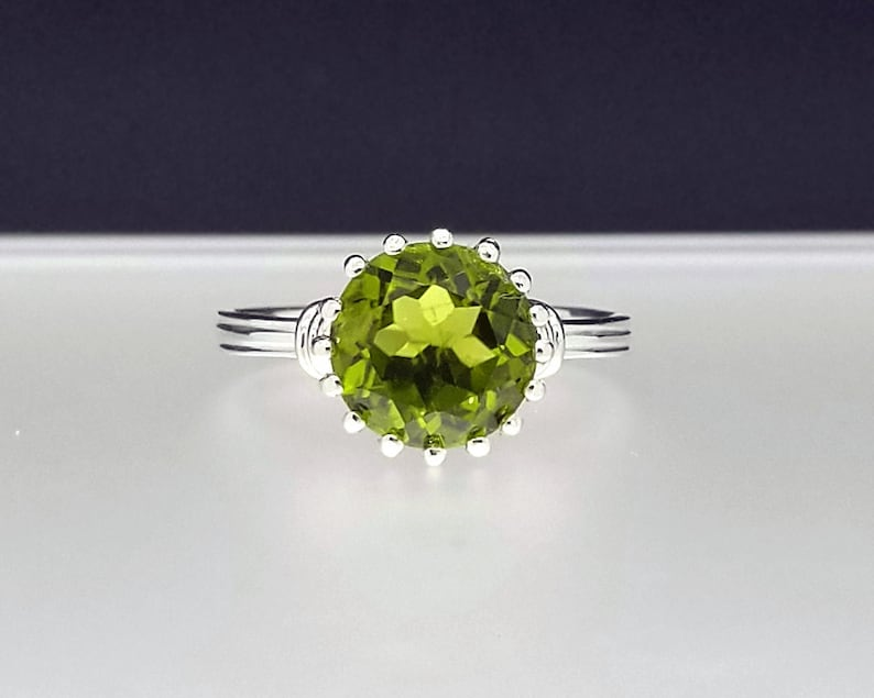 2.63 ct Peridot Ring in Sterling Silver / Vintage Style August image 0