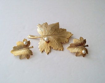 Sarah Coventry Gold Tone Faux Pearl Leaf Brooch Earrings Set