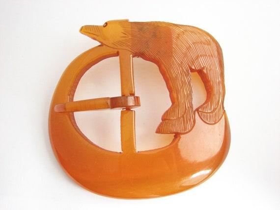 7feb20427edb Grande boucle en bakélite sculpté boucle de ceinture de   Etsy