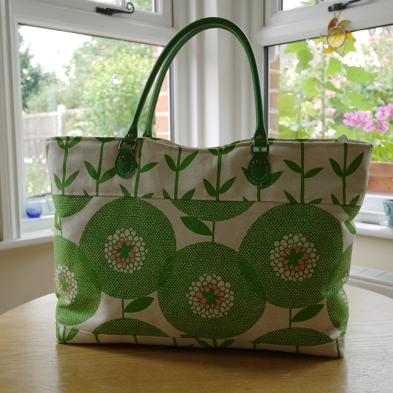 Stylish Toots Totes designed zip top Rosa tote shopper image 0