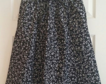 Vintage 1980's Handmade Black and White Floral Print A-Line Skirt Size Large