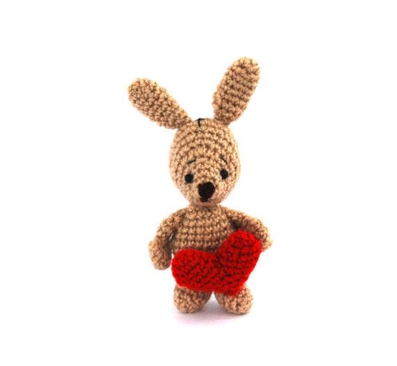 Amazon.com: Dollhouse Miniatures Amigurumi bunny in gift box ... | 525x570