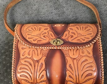 8c8d55c6e5 60s Tooled Leather Purse   Vintage Hand Tolled Leather Handbag   60s Purse  matching change purse (F1)