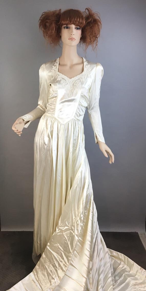 Vintage 40s Wedding Dress// 40s Silk and Bead Wedd