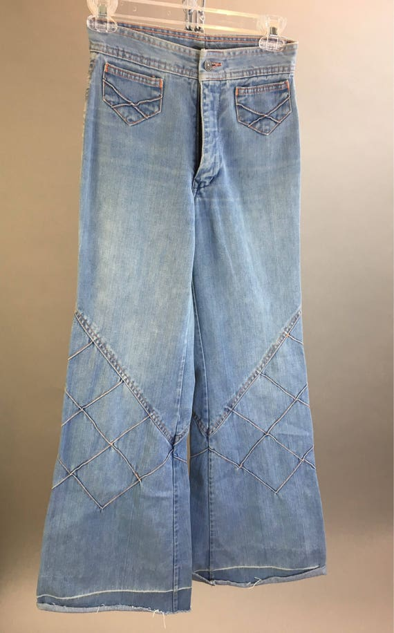 Vintage denim bell bottoms// 70s hippie bell botto