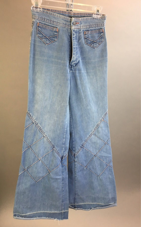 Vintage denim bell bottoms// 70s hippie bell botto