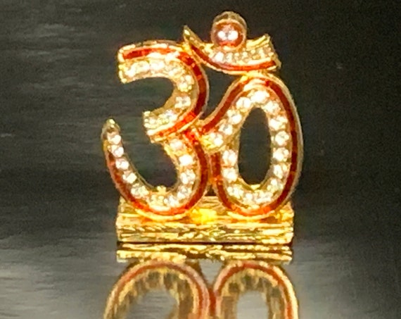 Gold Aum Om Religious Spiritual Gift, Diwali Gift, Minimal, Gold Flower Disc, Yoga Lover, Symbolic, Buddhist Gift, Gold Om Charm,Christmas