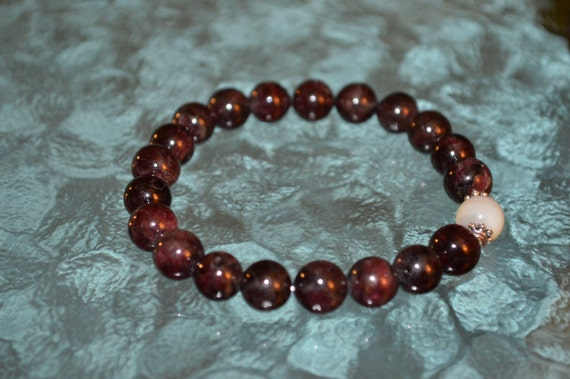 Genuine Mother of Pearl Garnet Bracelet Root heart chakra Regeneration Protective Soothing,Relaxing, Calming emotions,Endurance, Intuition