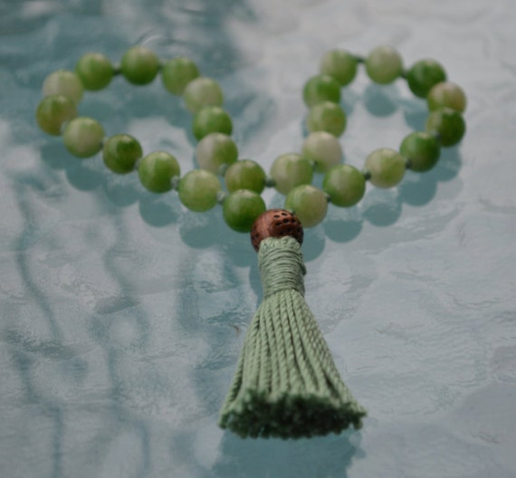 Knotted Mala, Quarter mala,Green pocket Japa Mala, 27+1, Green Mixed Jade - Heart chakra, Achieving Goals Memory Concentration Self Esteem