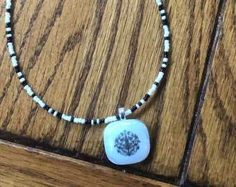 Beaded necklace, beaded choker black and white beaded necklace with pendant, black and white beaded choker necklace with white swirl pendant