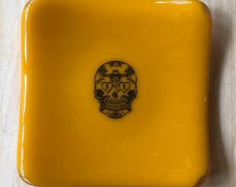 Sugar skull ring dish, small sugar skull trinket dish, day of the dead small ring dish, yellow dish with sugar skull, sugar skull spoon rest
