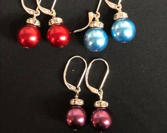 Holiday earrings, holiday jewelry, Christmas ball earrings, Christmas ball jewelry, womans jewelry and accessories, Christmas jewelry.
