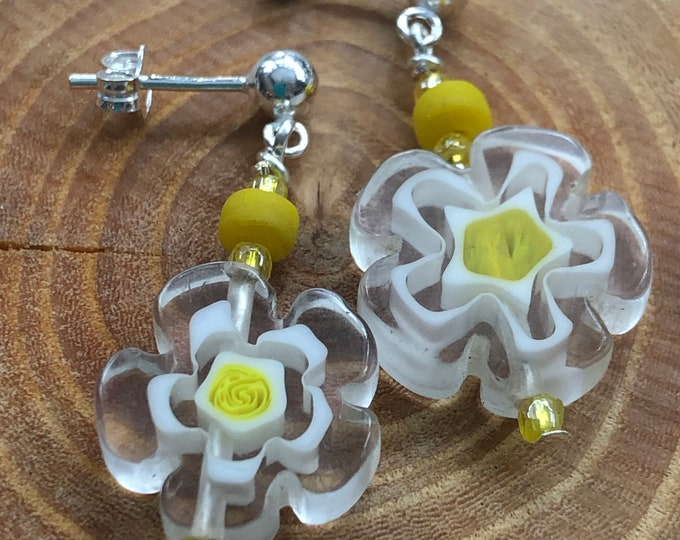 Post dangle earrings, daisy post dangle earrings, daisy tween earrings, youthful earrings, spring post dangle earrings, daisy earrings.