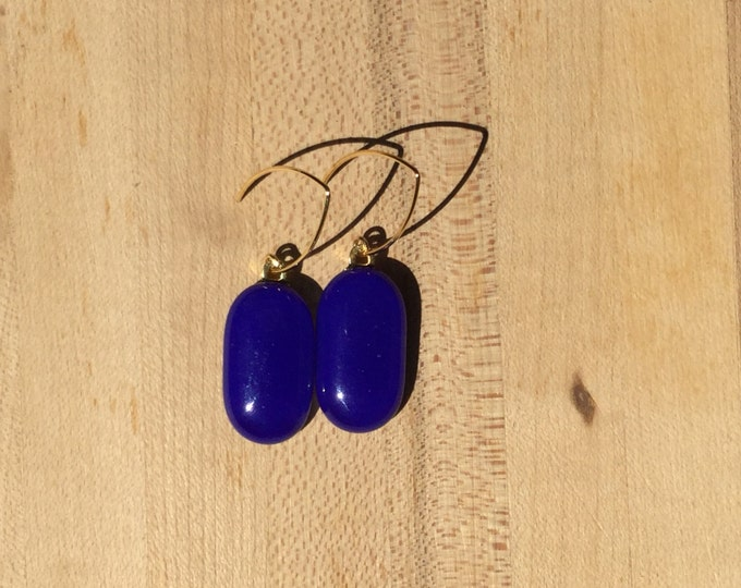 Sapphire elliptical earrings with gold plated settings.  Stunning saphire blue glass.  Glass measures 1 inch long and 1/2 inch wide.