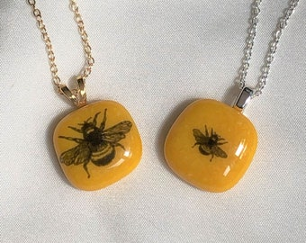 bumble bee pendant, yellow honey bee pendant, glass bee choker necklace, silver necklace with bee pendant, gold necklace with bee pendant