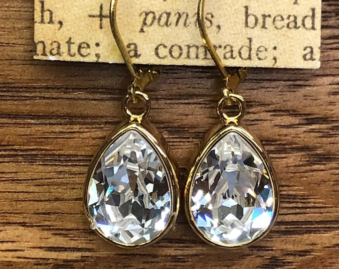 Gold briadal earrings, gold and crystal drop earrings, fancy gold earrings, bridal jewelry, gold and crystal pear shape earrings, Fancy dang