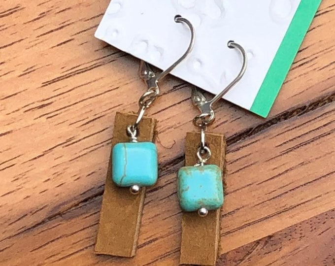 Leather earrings, leather drop earrings, light brown earrings with beautiful turquoise dyed beads, trendy leather earrings.