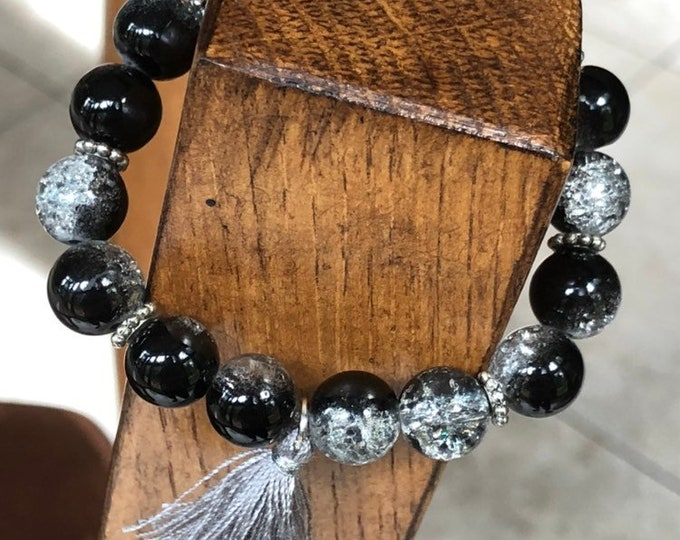 Fashion stretch bracelet, woman's stretch bracelet, glass crackle bead stretch bracelet, black, clear, silver crackle bead stretch bracelet