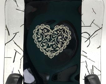Small ring dish, black ring dish with filigree heart, sushi dish with lace heart in the middle, glass ring dish with silver lace heart