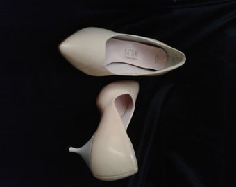 Vintage 1950s Two Tone White/Ivory Luster 50s Shoes/Patent Leather/High Heels/Leather Soles/SATTINI Shoemaker/Size 9 M/ Pumps/Wedding Party