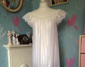 Vintage 1970s Silky White Night Gown, Nightie. Bridal, Honeymoon, Vintage Wedding. Lingerie, Nightwear.