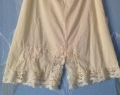 Vintage 1960s, 1970s Short Waist Slip, Half Slip, Petticoat from USA. Pale Creamy Yellow with Lace Trim. Lingerie, Underwear.