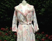 Vintage 1950s Handmade Quilted Dressing Gown, White & Pink. House Coat, Robe, Nightwear, Loungewear.