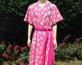 Vintage 1950s Bright Pink & White Cotton Dressing Gown. House Coat, Robe. Nightwear, Loungewear.