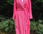 Vintage c. 1950s Crimson Pink Chenille Robe, Dressing Gown, Beach Cover Up. Candlewick. Nightwear, Loungewear.