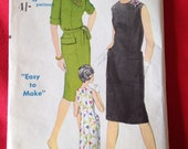 Vintage 1960s Vogue Easy to Make Sewing Pattern No. 5649 for Ladies One Piece Dress.