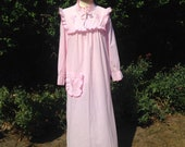 Vintage 1970s Pink Cotton Full Length Maxi Night Dress. Nightie, Night Gown, NightWear. Loungewear, Sleepwear.