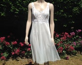 Vintage 1950s, 1960s Vanity Fair White Nylon Night Dress. Baby Doll, Nightwear, boudoir, lingerie, sleepwear. Bridal.