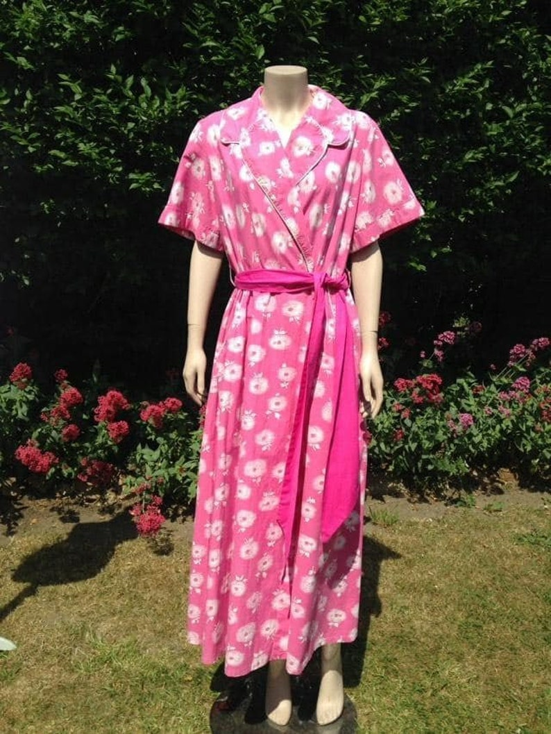 Vintage 1950s Bright Pink & White Cotton Dressing Gown. House image 0